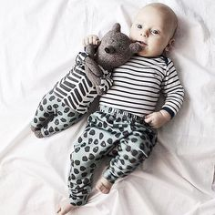 "cuteness overload with these matching friends in our dots harems #rocky_racoon_apparel / два дружочка, малыш @katrinladen и медведь @philomena_kloss в одинаковых штанишках с принтом ""Чернильные пятнышки"""
