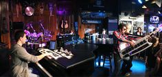 Howl at the Moon is the place to host your next corporate event or party no matter how big or small! Our rock 'n' roll dueling piano show is the perfect way to entertain your party goers while our service staff provides the highest quality of service and entertainment to your event!