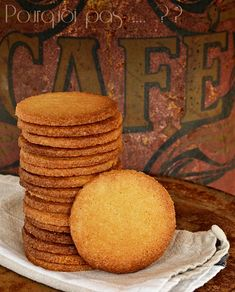"""Recette du livre """"Gâteaux"""" de Christophe Felder et Camille Lesecq, ces petits biscuits sont parfait, très simple à réaliser,délicieusement... Pasta, Cookies Et Biscuits, Flan, Christophe Felder, Biscotti, Macarons, Cornbread, Cookie Cutters, Donuts"""
