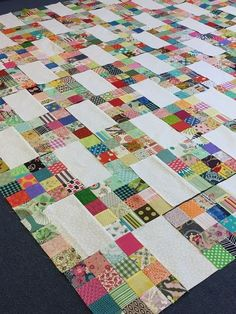 As promised I have started a new and simple patchwork project! I started cutting… As promised I have started a new and simple patchwork project! Colchas Quilting, Scrappy Quilt Patterns, Jellyroll Quilts, Scrappy Quilts, Easy Quilts, Quilting Projects, Quilting Designs, Quilting Ideas, Patchwork Designs