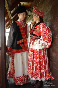 Croatia: Turopolje, Blato © Rental workshop of national costumes Traditional Fashion, Traditional Dresses, Costumes Around The World, Hippy Chic, Beautiful Costumes, Ethnic Dress, Folk Costume, Ethnic Fashion, World Cultures