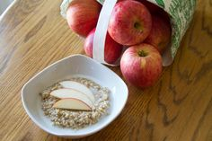 I need to get over my fear of steel cut oats... These Apple Pie Steel Cut Oats from @Tracy | Sugarcrafter look delish!