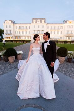 15 Most Gorgeous Wedding Dresses to Ever Grace the Pages of Vogue Nell Diamond in custom Olivier Theyskens with husband Teddy Wasserman Vogue Wedding, Mod Wedding, Wedding Bells, Dream Wedding, Perfect Wedding, Spring Wedding, 1940s Wedding, Wedding Tips, Wedding Planning