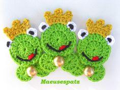 Häkelapplikationen - ♥ Froschkönig mit Kugel ♥ Aufnäher - ein Designerstück von Maeusespatz bei DaWanda