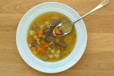 """Schritt für Schritt zur perfekten Suppe! Nach Omas Vorbild habe ich fürs aktuelle Be Reggie Event """"Großmutters Lieblingsrezepte"""" eine Bild-für-Bild-Anleitung erstellt. Diese würzige Suppe mit viel Geschmack bringt jeden wieder auf die Beine: kochlie.be/2014/10/24/schritt-fuer-schritt-omas-kraftsuppe #bereggie #schmeckdieheimat"""