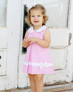 Pink Large Gingham Dress with White Bow - Babykleidung Baby Girl Frocks, Baby Girl Party Dresses, Kids Frocks, Dresses Kids Girl, Kids Outfits Girls, Little Girl Outfits, Little Girl Fashion, Kids Fashion, Flower Girl Dresses