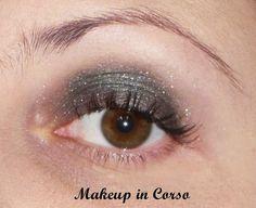Ombretto Metal Glam Essence 04 Sparkle all night http://makeup-incorso.blogspot.it/2013/10/buongiorno-trucchine-come-state.html