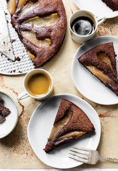 Flourless Desserts, Flourless Chocolate Cakes, Gluten Free Chocolate, Chocolate Desserts, Pear Recipes Easy, Free Recipes, Pear And Chocolate Cake, Wine Poached Pears, Baked Pears