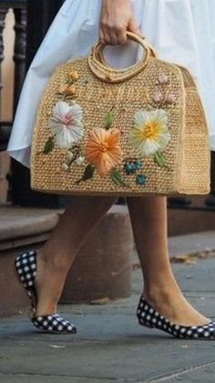 If there were ever a season to throw accessory caution to the wind, its sweet summertime! There's no need to limit straw bags to the beach. Check out our Top 10 Straw Bags now! Sacs Design, Diy Tote Bag, Embroidery Bags, Straw Handbags, Jute Bags, Basket Bag, Bag Patterns To Sew, Fabric Bags, Summer Bags
