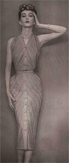 Dovima - 1950 - Dress by Dior - Photo by Richard Avedon - @~ Mlle