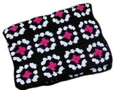 Retrodecke+schwarz+pink+weiß+gehäkelt+Granny+Sqare+von+Nähboutique+auf+DaWanda.com