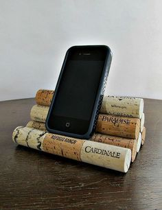 16 creative wine cork art ideas you need to see - upcycling creative wine cork art ideas you need to seeDo you love this design? We can do it with our cork tiles! Wine Craft, Wine Cork Crafts, Wine Bottle Crafts, Champagne Cork Crafts, Wine Cork Projects, Craft Projects, Auction Projects, Diy Cork, Wine Cork Art
