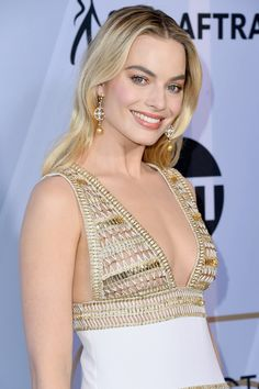 All The Times Margot Robbie Has Aced It On The Red Carpet – Celebrities Woman Margot Robbie Harley, Margo Robbie, Margot Robbie Hot, Top Celebrities, Celebs, Hot Dress, Dress Up, Margot Robbie Pictures, Mtv Movie Awards