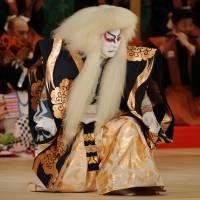 King of the stage: Kanzaburo as a lion in the Cinema Kabuki film about him titled 'Shunkyo Kagamijishi.' | © SHOCHIIKU