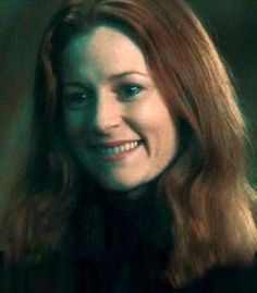 Lilly Potter (Harry Potter Film Series) played by Geraldine Somerville. Harry Potter Witch, Harry Potter Hermione Granger, Harry Potter Cast, Harry Potter Quotes, Harry Potter Fandom, Ron Weasley, Lily Potter, Lily Evans Potter, James Potter