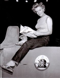 A rare photo of Marilyn photographed on the Twentieth Century Fox lot in 1952.