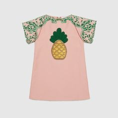Gucci Children's pink dress with bright emerald openwork embroidery on the sleeves and a hand crochet pineapple appliqué. Little Fashion, Kids Fashion, Gucci Outfits, Gucci Kids, Gucci Fashion, Tween Girls, Kids Prints, Baby Dress, Pink Dress