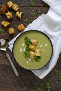 French Sorrel Soup with Garlic Parmesan Croutons — Cooking with Cocktail Rings Soup Recipes, Dinner Recipes, Healthy Recipes, Paleo Dinner, Healthy Options, Dinner Ideas, Sorrel Recipe, Sorrel Soup, French Soup