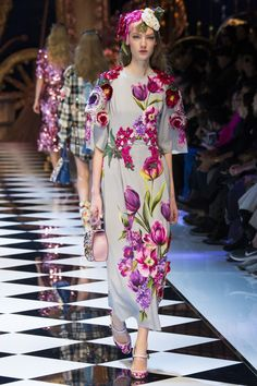Dolce & Gabbana Autumn/Winter 2016 - 2017 17 Ready To Wear Milan Fashion Week Couture Mode, Style Couture, Couture Fashion, Runway Fashion, Fashion Trends, Moda Fashion, High Fashion, Fashion Show, Fashion Design