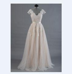 Vestido de novia   Lace A line Wedding dress  - Cap sleeve    - V back   - Lace with Tulle.
