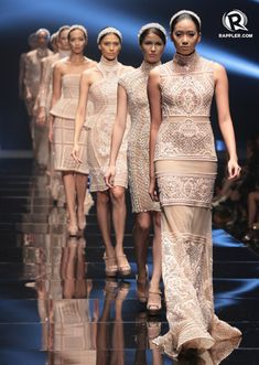 Michael Cinco dazzles in Philippine Fashion Week 2013 with his dramatic collection Modern Filipiniana Gown, Filipiniana Wedding, Fashion Wear, Couture Fashion, Michael Cinco Couture, Filipino Fashion, Philippines Fashion, Wedding Dress Accessories, Grad Dresses