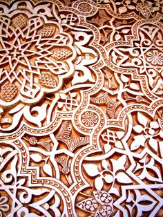 Carving (Andalusian art, Alhambra in Spain) Wonderful place and beautiful draft. Decoupage Vintage, Textures Patterns, Print Patterns, Math Patterns, Granada Andalucia, Granada Spain, Alhambra Spain, Andalusia Spain, Motif Arabesque