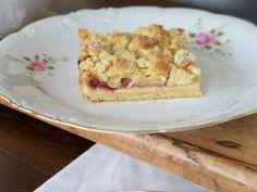 Mohntorte mit Buttercreme - Bine kocht! Food Blogs, French Toast, Sweets, Bread, Breakfast, Desserts, Pudding, Apple Cinnamon Cake, Strawberries