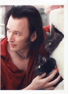 Steve Valentine and black cats- actor in Crossing Jordan. Steve Valentine, Crossing Jordan, Celebrities With Cats, Fancy Cats, Cat People, Cat Lovers, Kitty, Poses, Actors