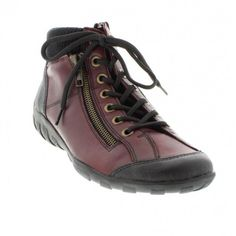 Womens leather flat ankle boots in Bordeaux color. Soft and comfortable. Soft interior, removable sole and rubber outsole. In large sizes from Remonte.