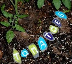 Vegetable garden marker out of painted rocks.I am going to do this with some flowers in my little kids' garden. Colorful, informative, with an opportunity to do something together. A happy project! Vegetable Garden Markers, Garden Inspiration, Garden Ideas, Garden Projects, Garden Fun, Herb Garden, School Projects, Patio Ideas, Plant Markers