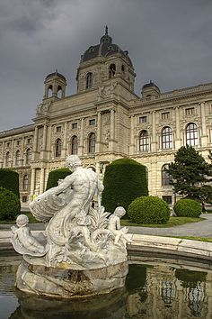 A beautiful sculpture fountain in front of the Museum of Fine Arts, Vienna, Austria. One of the major museums in Vienna this is a great spot to experience the old masters. Beautiful Buildings, Beautiful Places, Simply Beautiful, Great Places, Places To See, Places Around The World, Around The Worlds, Wachau Valley, Places