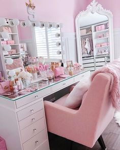 😍This is the beauty room of on I luv everything about it! Teen Bedroom Designs, Bedroom Decor For Teen Girls, Room Design Bedroom, Teen Room Decor, Room Ideas Bedroom, 50s Bedroom, Bedrooms, Ladies Bedroom, Master Bedroom