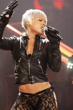 P!nk is such a badass. :D
