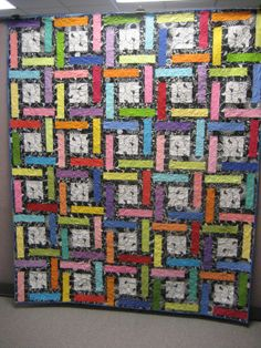 """Wonderful quilt, I want to make my own. """"Kendra"""" located here - http://babyboomerquiltingbee.blogspot.com/2010/12/kendra-pattern-for-lfair-quilts.html.  Jamie provides a great tutorial to make this lovely and colorful quilt."""