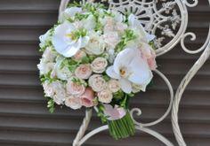 #Buchetdemireasa cu #orhidee #Phalaenopsis și #trandafiri - #Livrare în #Moldova Floral Wreath, Wreaths, Home Decor, Flower Crowns, Door Wreaths, Deco Mesh Wreaths, Interior Design, Home Interior Design, Home Decoration