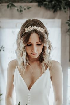 Delicate gold leaf-design bridal crown | Image by Karra Leigh Photography