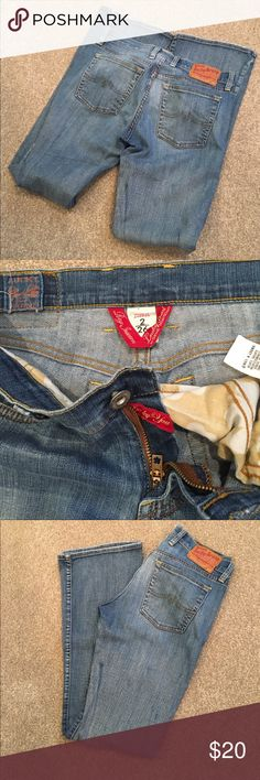 "🍀 Lucky Brand jeans (sz 26 or sz 2) 🍀 These are kinda vintage jeans low and sweet. Inseam leg 31"" hips 34"" rise 8"". Fabric 99% cotton 1% spandex. Great shape boot cut. Lucky Brand Jeans Boot Cut"