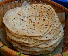 Chapatis are one of the most common forms in which wheat, the staple of northern south asia, is consumed. Chapati is a form of 'Roti or bread. Indian Bread Recipes, Chapati Recipes, Quiches, Pan Hindu, Indian Pancakes, Singapore Food, Potluck Recipes, Breakfast Recipes, Vegan Recipes