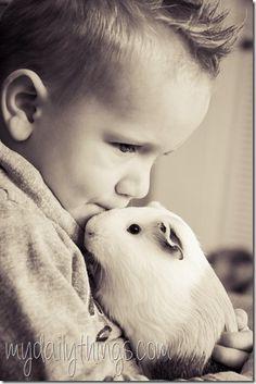 Kids en Guinea Pigs great combination. #guineapig #cavia #photography