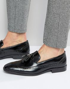 ASOS Brogue Loafers in Black Leather With Tassel - Black - Men's fashion - Wedding Mens Loafers Shoes, Loafers Outfit, Suit Shoes, Black Loafers, Loafer Shoes, Tassel Loafers, Leather Loafers, New Shoes, Moda Masculina