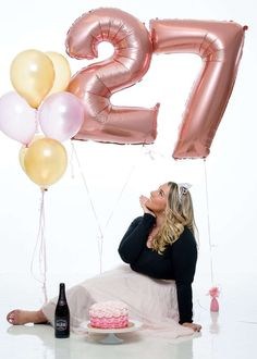 5 Reasons to Celebrate Your Birthday with a Cake Smash Photo Shoot - Ashley Morgan Cute Birthday Pictures, 21st Bday Ideas, Birthday Ideas For Her, Birthday Photos, 27th Birthday Cake, Golden Birthday, Cake Smash Photos, Birthday Photography, Birthday Woman