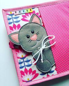 #quietbook #quietbookczech #kniha #knihaprodeti #book #felt #filc #filz #feltro #sewing #bussybook #handmade #vzdelavani #prodeti #cat #pink #kocicka