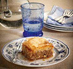 Αγαπημένο παραδοσιακό, σιροπιαστό γλυκό που μας κερδίζει με τη φίνα γεύση του και το υπέροχο άρωμα του.