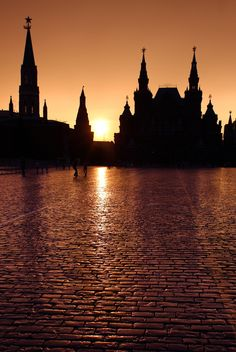 Moskow Silhouette by Walter Weinberg on 500px