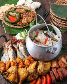 Serve something close to home at your next function: GAIA's Nasi Liwet, Thai Food Menu, Nyonya Food, Authentic Thai Food, Laos Food, Malay Food, Malaysian Food, Food Decoration, Food Platters