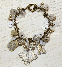 Spellbinders - A Gilded Life Relics Vintage Button Bracelet - good idea for using all those buttons
