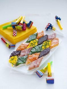 L'aperitivo di Carnevale  -caprino il paté di olive nere  -stracchino con poco pepe e  prosciutto crudo  -robiola, yogurt e salsa al cren con salmone