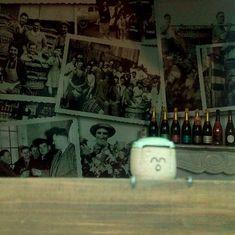 bouchons de champagne, bouchons de liège, bouchons, Epernay, vitrine de magasin, Epernay, Mason Jar Lamp, Table Lamp, Painting, Home Decor, Art, Glass Display Case, Wine Corks, Store