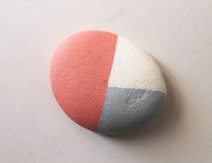 Talent and imagination – 25 creative diy ideas for transforming pebbles in decorative objects Pebble Painting, Pebble Art, Stone Painting, Diy Painting, Rock Painting, How To Make Decorations, Stone Crafts, So Creative, Shabby Chic Bedrooms