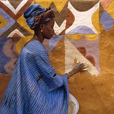 Ndebele woman of West Africa painting her home. Photo from African Canvas by Margaret Courtney-Clarke In This World, People Of The World, Out Of Africa, West Africa, Fotojournalismus, Street Art, Afrique Art, Painted Ladies, African Culture